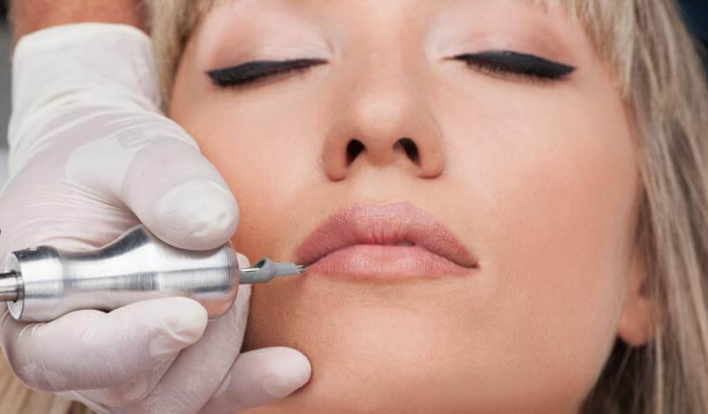Llevar los labios tatuados, ya sea de manera temporal o permanenente, es una de las tendencias de moda