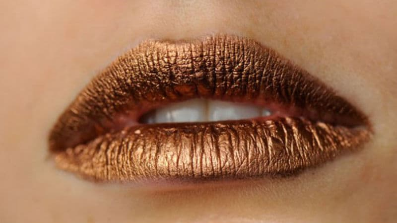 Labios cobre metálico